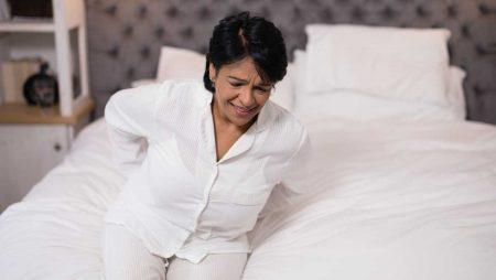 Болки в гърба при менопауза – причини и решения