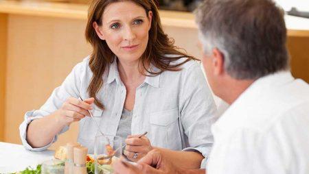 Хранене през менопаузата – ето какво трябва да включва