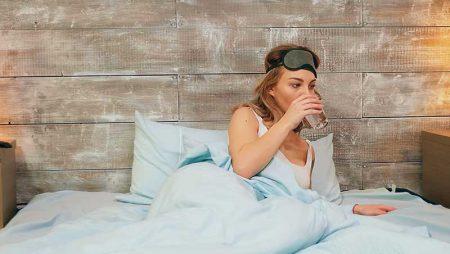 Неспокоен сън при менопауза – виновни ли са хормоните?
